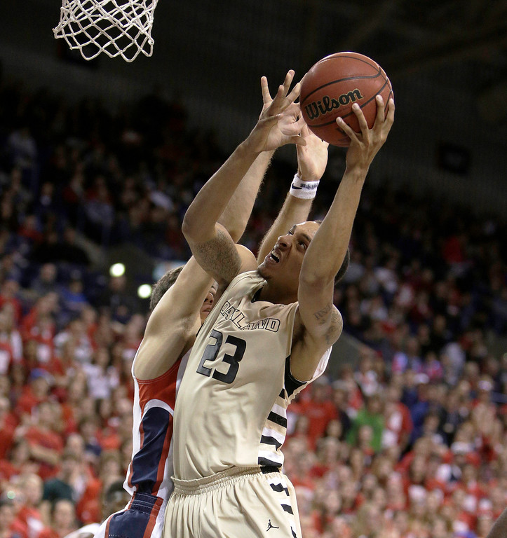 . Oakland\'s Tommy McCune (23) attempts a layup against Gonzaga\'s Drew Barham during the second half of an NCAA basketball game, in Spokane, Wash., on Sunday, Nov. 17, 2013. Gonzaga won 82-67. (AP Photo/Young Kwak)