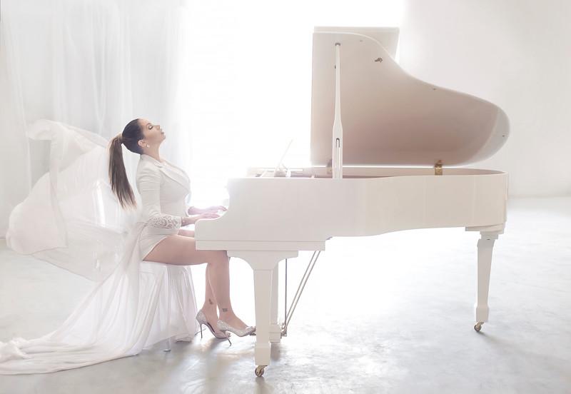 reby-hardy-piano-SM.jpg
