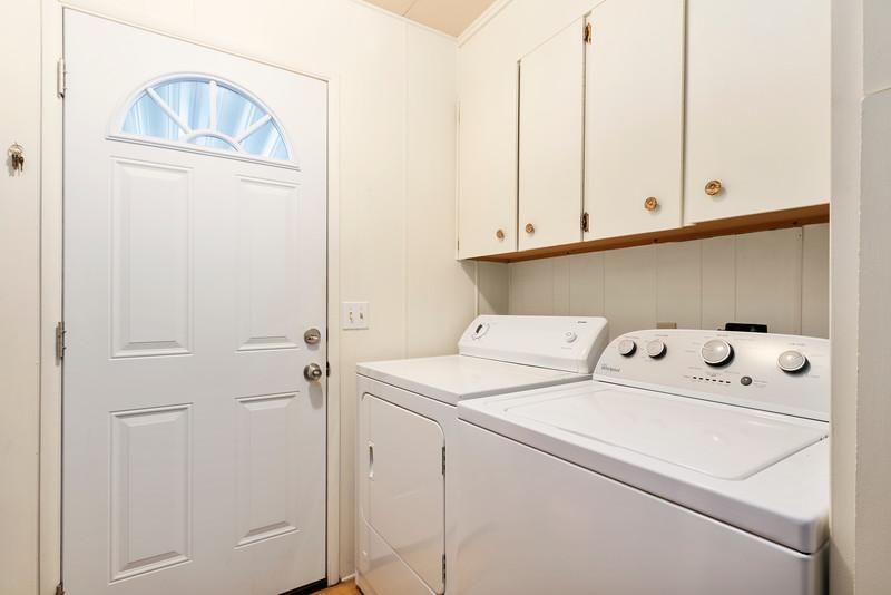 2300 Cienaga #22 16 Laundry Room.jpg