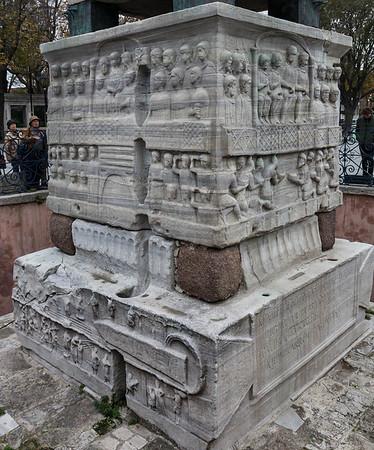 Obelisk im Hippodrom mit Theodosiusrelief