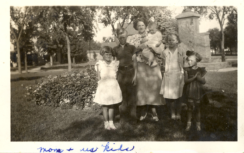 Olson Family picture ~1936.jpg
