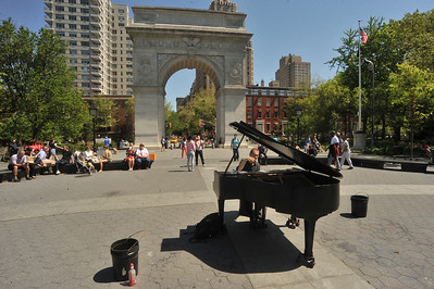 THE  PIANO  MAN  OF  WASHINGTON  SQUARE  PARK  -      2014