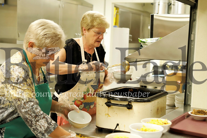 Debbie Newell(left) and her sister Mary Minton serve up chilli at Katie's Kitchen Thursday. Seb Foltz/Butler Eagle