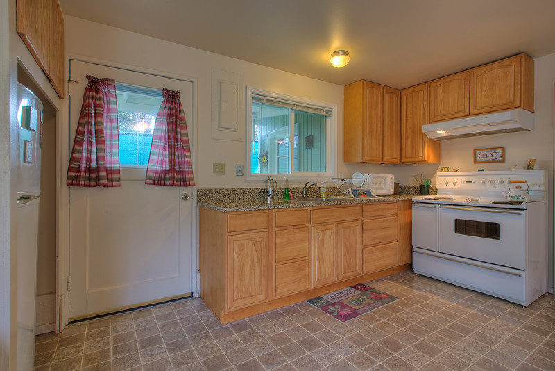 Guest-cottage-kitchen.jpg