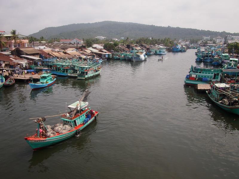 P1307112-fishing-boat-port.JPG