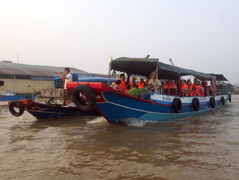 PA274621-tourist-boats.JPG