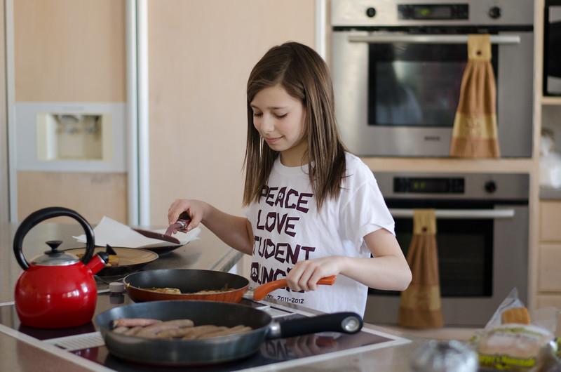 Rae making breakfast-1.jpg