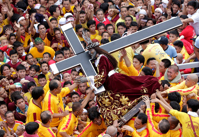 . Devotees carry the statue of the Black Nazarene during the start of an annual procession in Manila January 9, 2013. The Black Nazarene, a life-size wooden statue of Jesus Christ carved in Mexico and brought to the Philippines in the 17th century, is believed to have healing powers in the predominantly Roman Catholic country. It is paraded through the narrow streets of Manila\'s old city from dawn to midnight. Police said about 500,000 people joined the procession on Wednesday. REUTERS/Erik De Castro