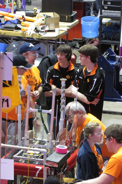 Max and Nathan talk with team 71, known for winning Einstein 4 times