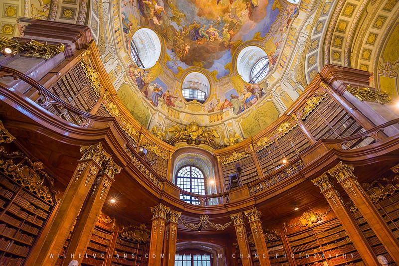 Bibliothek-bookshelves-small.jpg