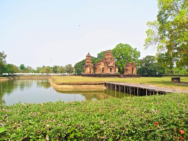 Prasat Si Khoraphum