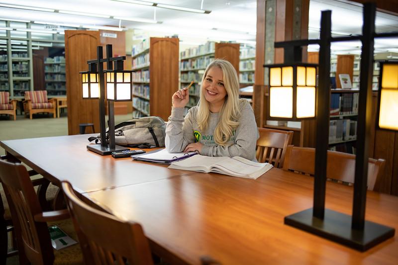 BuffyDavisStudentStudying-0517.jpg