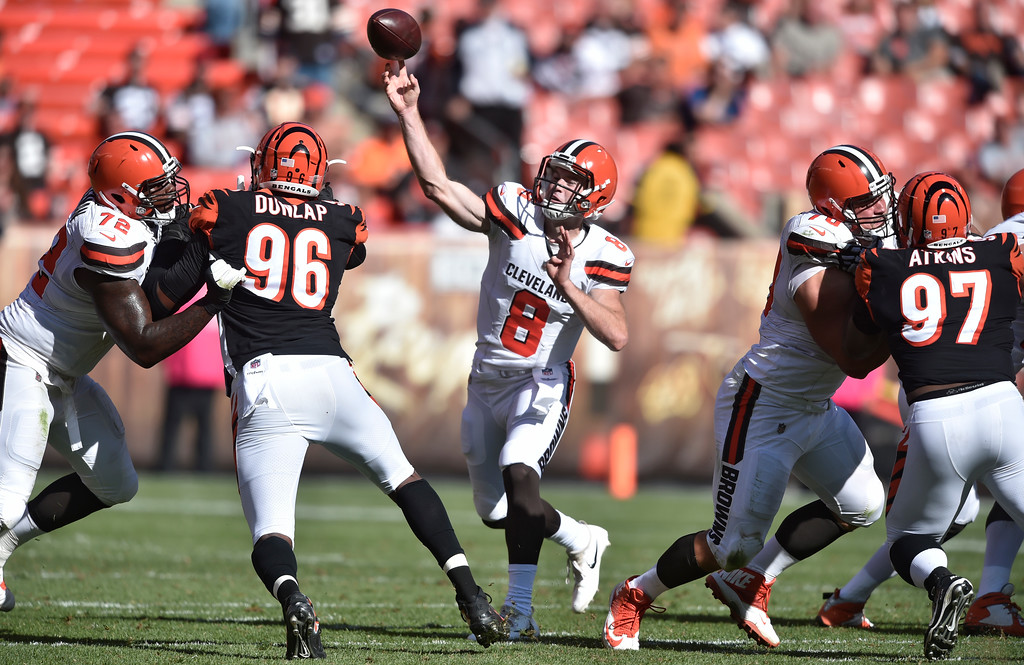 . Cleveland Browns quarterback Kevin Hogan (8) passes in the second half of an NFL football game against the Cleveland Browns, Sunday, Oct. 1, 2017, in Cleveland. (AP Photo/David Richard)