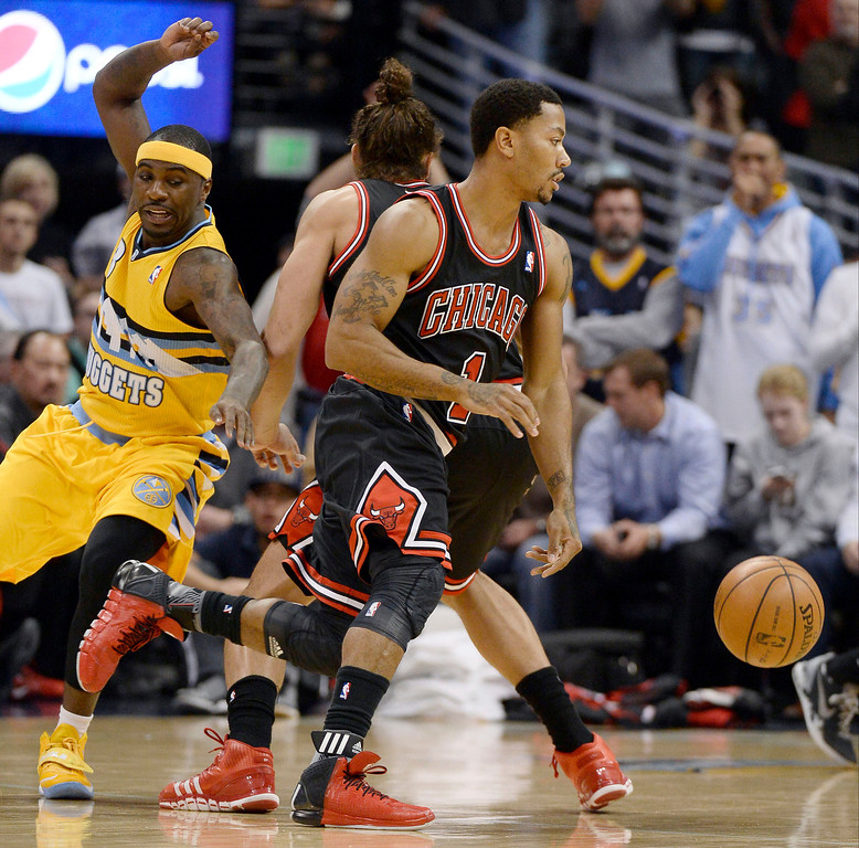 . Denver Nuggets point guard Ty Lawson (3) works his way around a pick as Chicago Bulls point guard Derrick Rose (1) dribbles around during the first quarter November 21, 2013 at Pepsi Center. (Photo by John Leyba/The Denver Post)