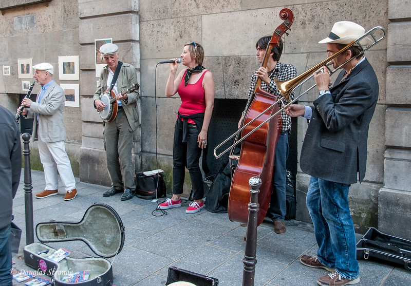 Street musicians playing for donations