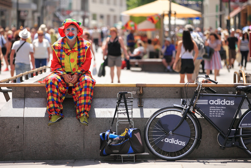 Sad clown is sad What do you do when it's 35 degrees outside, clear and sunny and you are a landscape photographer? You go out taking photo of something else :) And that is what I did :)