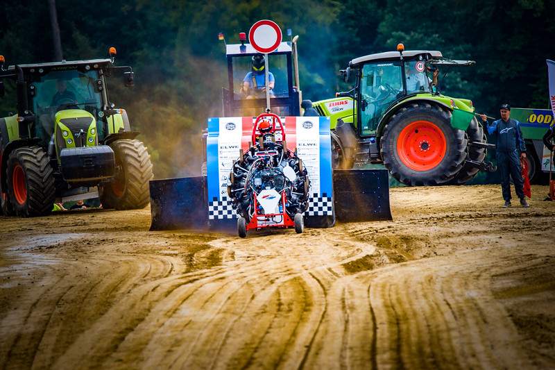 Tractor Pulling 2015-02372.jpg