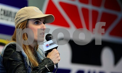 widow-of-american-sniper-chris-kyle-tells-nfl-players-to-get-off-their-knees