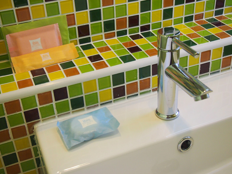 PA262729-sink-tiles.JPG