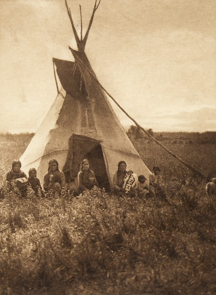 Berry-pickers in camp - Chipewyan (The North American Indian, v. XVIII. Norwood, MA, The Plimpton Press,  1928)