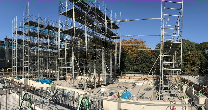 Scaffolding for the construction of the pool in the South Building