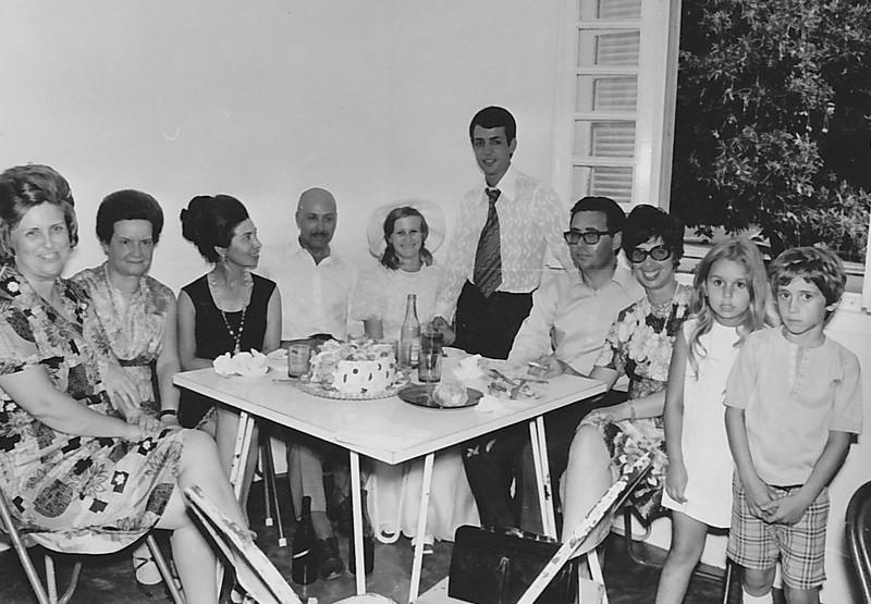 Lukapa. 24/9/1972. NANY TAVARES E TOZÉ LOURENÇO Aurora Tavares, Regina Ferreira da Silva, Ester Melo Abreu, Melo Abreu, NANY TAVARES E TOZÉ LOURENÇO, e familia Franca Machado