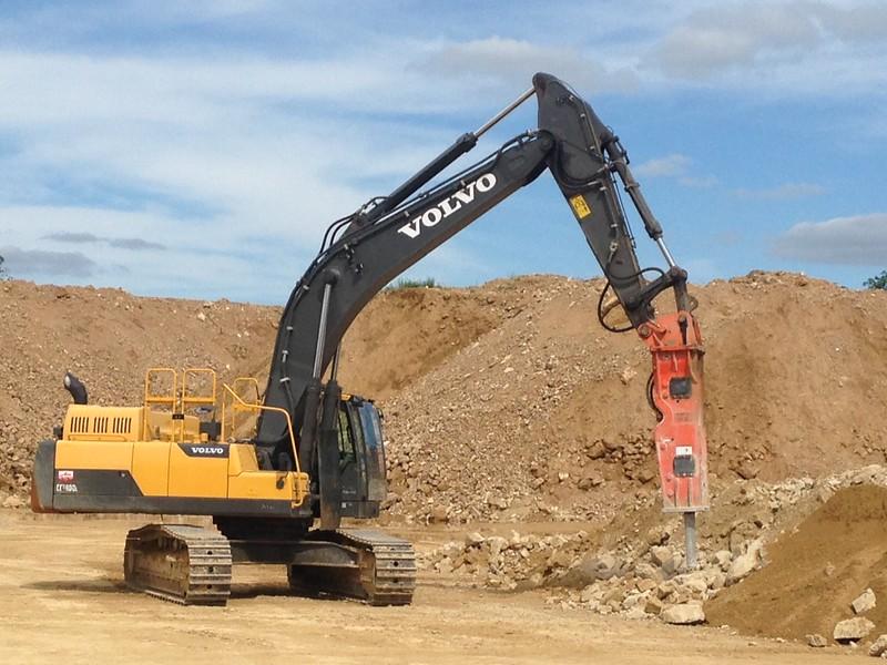 NPK GH15 hydraulic hammer on Volvo EC380DL excavator 2 (4).JPG
