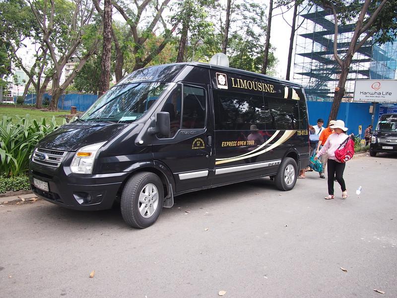 P3010241-hoa-mai-limo-at-saigon.JPG