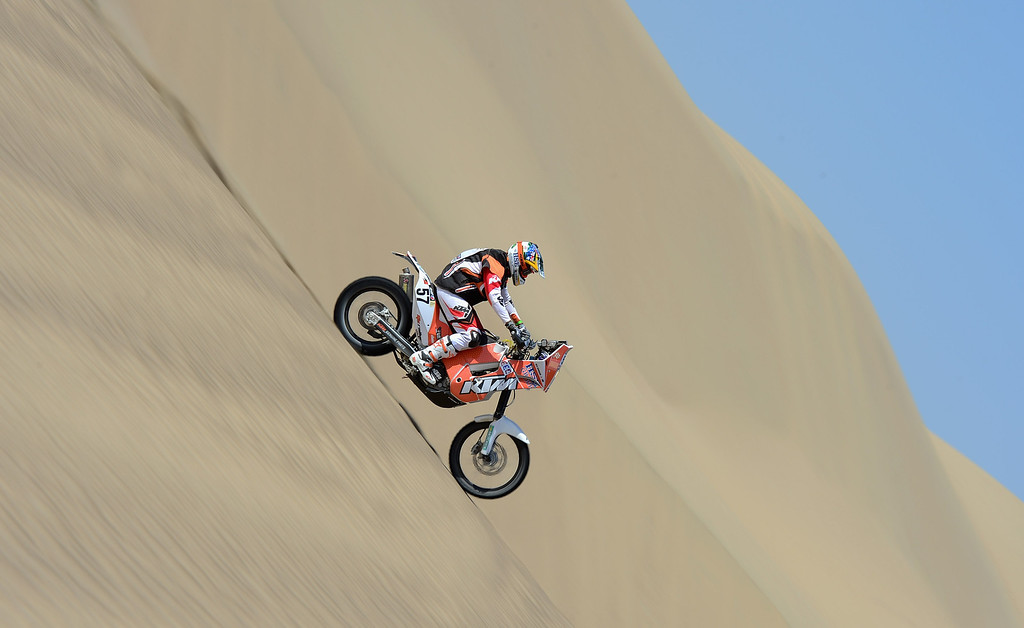 . PISCO, PERU - JANUARY 06:  Ben Grabham of team HSE KTM Australia competes during the stage from Pisco to Pisco on day two of the 2013 Dakar Rally on January 6, 2013 in Pisco, Peru.  (Photo by Shaun Botterill/Getty Images)