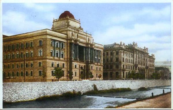 Pravosudna palata(danas Pravni fakultet)izgradjena je 1914.g. i Posta izgradjena 1913.godinex.jpg