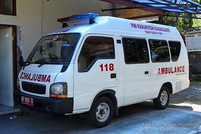 Rode Kruis en ambulances in Karangasem