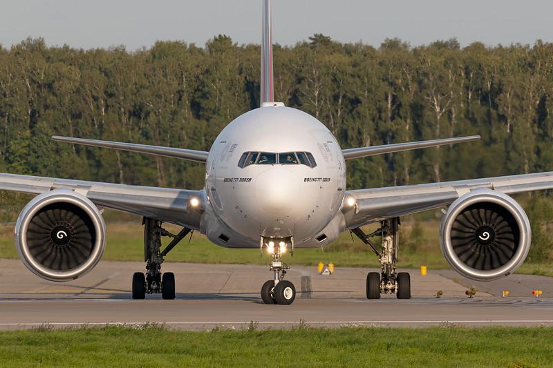 Emirates / Boeing 777-36NER / A6-EBQ