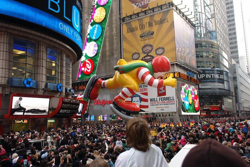 RONALD MC DONALD Macy's Thanksgiving Parade 2009 in Manhattan