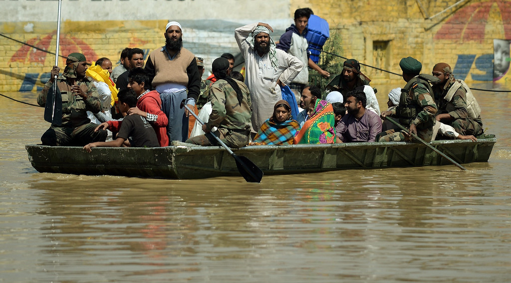. Kashmiri people rescued by military personnel are transported by boat through the floodwaters in Srinagar on September 10, 2014.    AFP PHOTO/ PUNIT PARANJPE/AFP/Getty Images