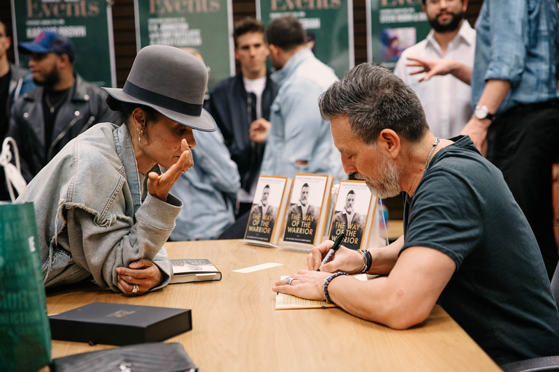 2019_2_28_TWOTW_BookSigning_SP_157.jpg