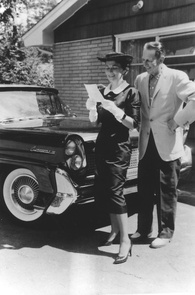 AR057.  Unknown‡ couple with Lincoln Continental – 19 Sep 19.jpg
