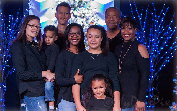 Ronnie T Family Christmas Portraits 2017