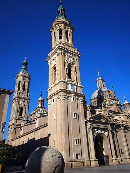 P7205583-basilica-del-pilar.JPG