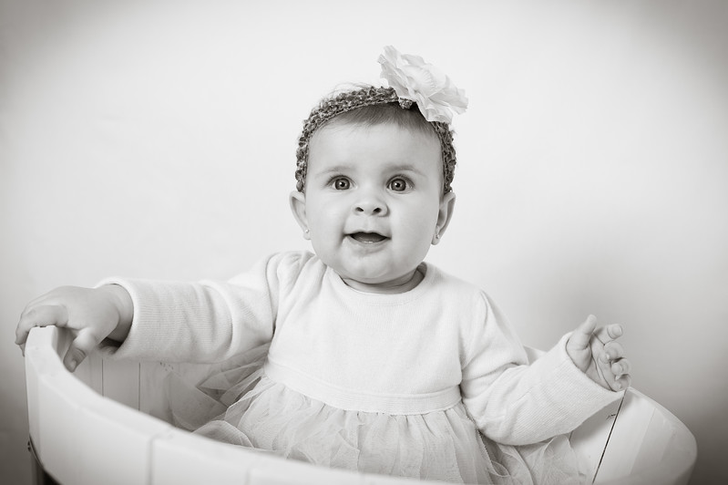 Lily at 6 months-4729.jpg