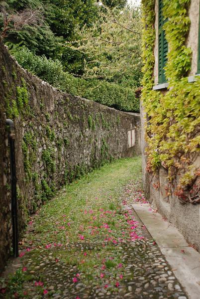 Pretty walkway, Bellagio neighborhood