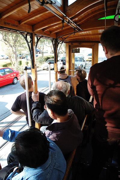 搭乘cable car對於觀光客而言實在蠻愜意的(只要不要太擠)