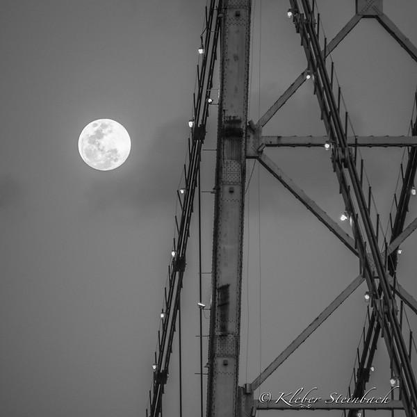 Lua e a Coroa