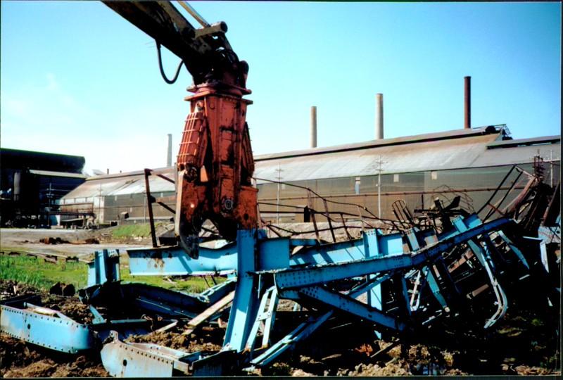 NPK M38K demolition shear on excavator-C&D recycling-in Nova Scotia 06-14-98.JPG