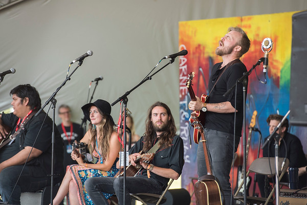 Joey Landreth performs at a workshop hosted by Begonia at the Green Ash stage during Folk Fest at Birds Hill Park Sunday July 9, 2017. (David Lipnowski for Metro News)