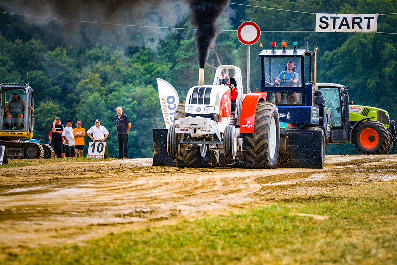 Tractor Pulling 2015-02536.jpg