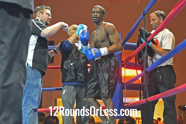 Bout 3: Michael Moore, Black and green trunks, Cleveland -vs- James Robinson, Black trunks, York, PA,  Middleweights