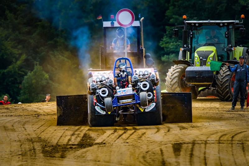 Tractor Pulling 2015-02333.jpg