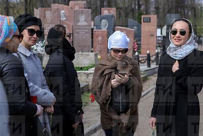 10.05.2018  Посещение могилы Г.Кариева (Салават Камалетдинов)