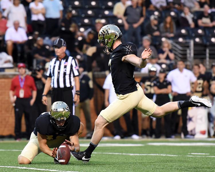 Mike Weaver PAT kick.jpg