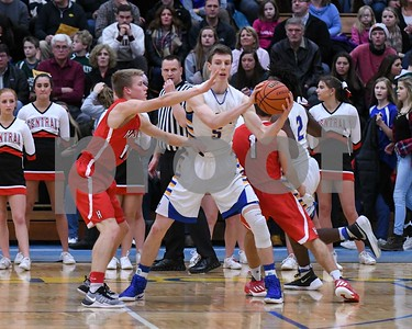 Hinsdale Central and Lyons Township boys basketball